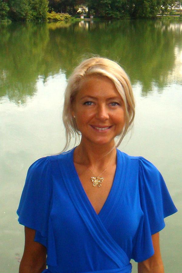 Eine Frau auf Partnersuche durch unsere Partnervermittlung: Daria(26 ...