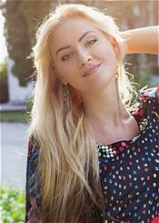 Marina, (25), aus Osteuropa ist Single