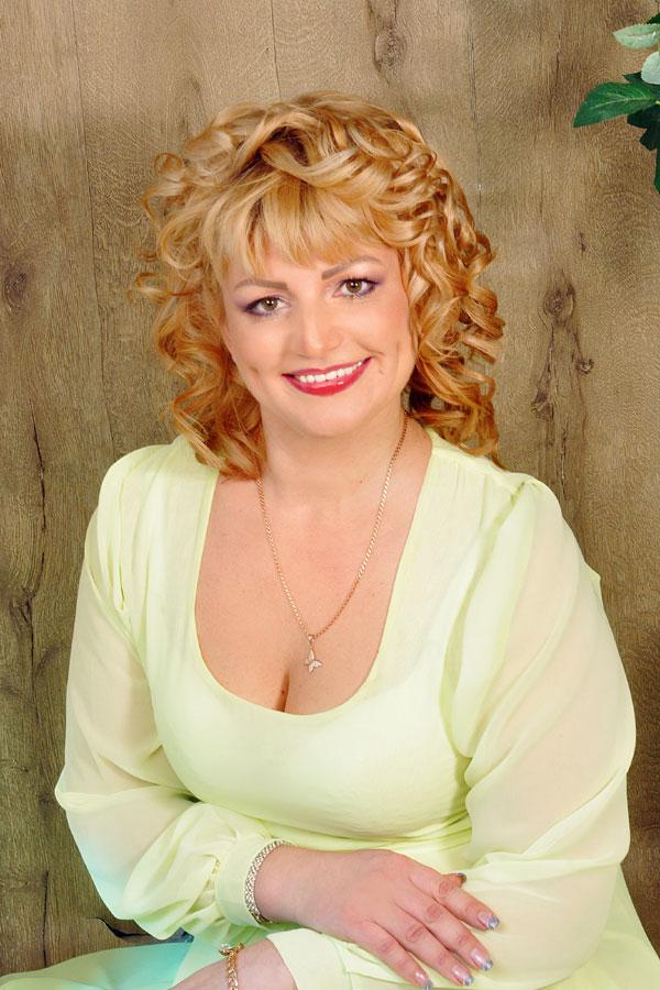 Tatjana sucht wie viele ukrainische und russische Frauen eine Partner ...