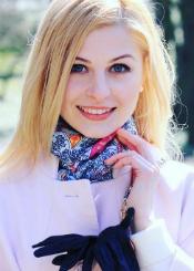Ksenia, (26), aus Osteuropa ist Single