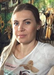 Alla eine ukrainische Frau