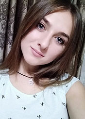 Alena, (19), aus Osteuropa ist Single