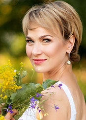 Nelya, (57), de Europa del Este es soltera