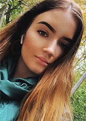 Julia, (19), de Europa del Este es soltera
