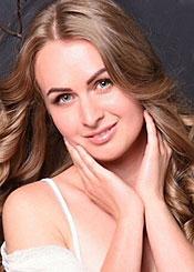 Irina, (28), de Europa del Este es soltera