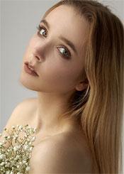 Olga, (18), aus Osteuropa ist Single