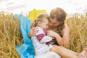 Ukrainische Frau mit Kind